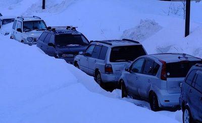 Автомобилисты сахалина провели 6 часов в снежной ловушке
