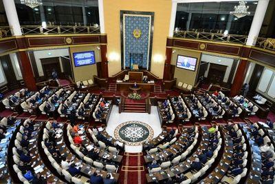Депутаты парламента вышли на каникулы