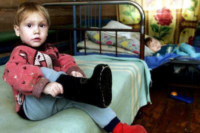 Ежегодно американские семьи усыновляют около 10 тысяч заграничных детей, из них 10% из россии