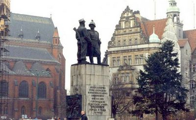 Глава института национальной памяти: советские монументы исчезнут из польских городов - «наука»