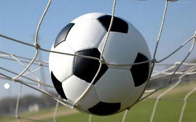 Ханты-мансийский банк вручил футбольные мячи с автографом овечкина