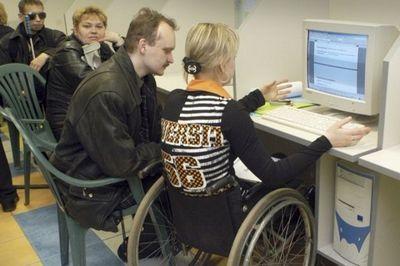 Инвалидам помогают найти достойную работу