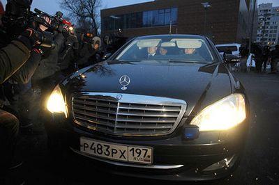 Экс-министр обороны анатолий сердюков отказался отвечать на вопросы следователей