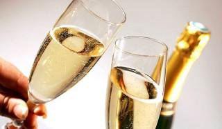 Эксперты не рекомендуют пить крымское шампанское