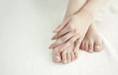 К чему чешется ступня: примета. толкование внезапного ощущения: чешется правая или левая ступня – чего можно ждать?