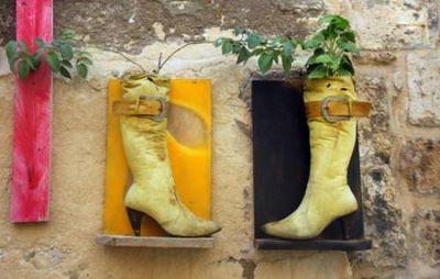 К чему снятся сапоги: старые, новые, грязные, не по размеру? основные толкования разных сонников - к чему снятся новые сапоги