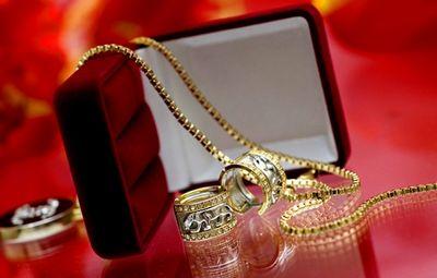 К чему снятся золотые украшения: серьги, кольца, браслеты? основные толкования, к чему снятся золотые серьги и другие украшения