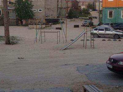 Качели-убийцы: жители ноябрьска обеспокоены состоянием детских площадок