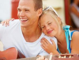 Как понять что мужчина влюблен: 10 признаков