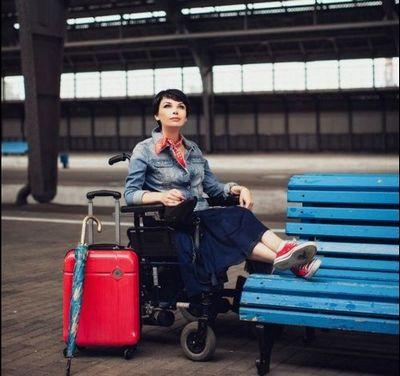 Колясочник, которого не пустили в самолет, проконсультирует аэрофлот по работе с инвалидами