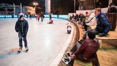 Коньки, лыжи и «ватрушки»: чем заняться зимой в москве