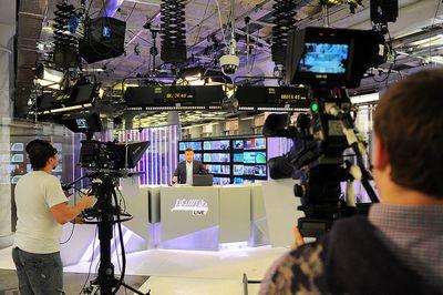 Крупные вещательные компании исключили телеканал дождь из своих пакетов
