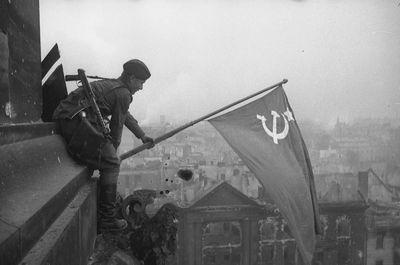 Кто водрузил знамя победы?