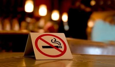 Курить в кафе и клубах запретят