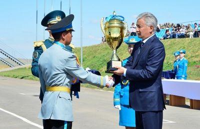 Лучшие из лучших удостоились наград из рук министра обороны рк