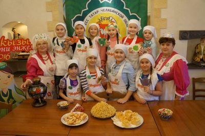 Маленькие татарочки продемонстрировали кулинарное мастерство: второй промежуточный этап конкурса «н?ни эн?ел?р-2016» - «новости челябинска»