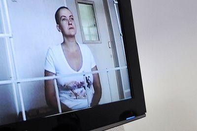 Мать украинской летчицы надежды савченко приехала в москву