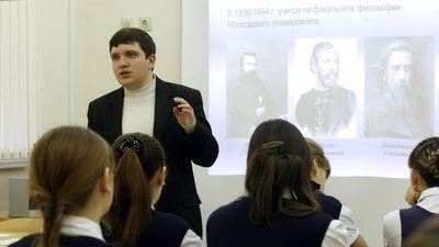 Министр образования призвала привлекать педагогов-мужчин в школы