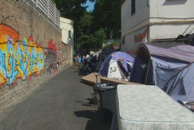 Недовольные мигранты разбили лагерь в центре рима