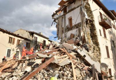 Несколько небольших городов разрушены землетрясением в италии