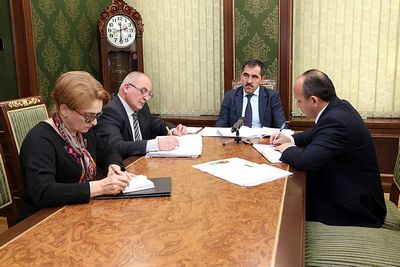 Общественная палата обсудила егэ с министром образования дмитрием ливановым