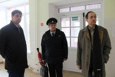 Общественники проверили соблюдение норм безопасности в учреждениях тюмени