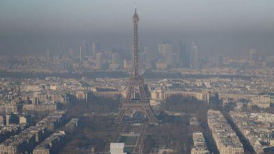 Парижский общественный транспорт сделали бесплатным из-за загрязнения воздуха