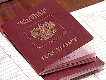 Полицейские и прокуроры сдают загранпаспорта кадровикам