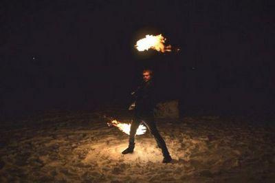 Повелитель света. мастер файер-шоу из челябинска рассказал, как дышать огнем и не обжечься - «новости челябинска»