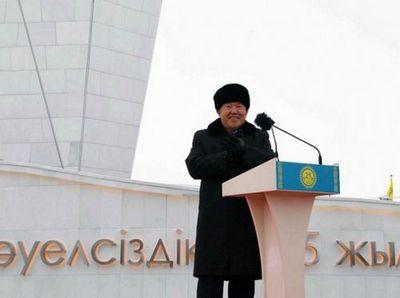 Президент казахстана открыл монумент 25-летия независимости в астане