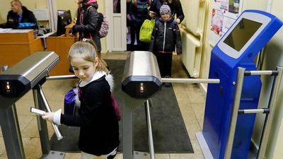 Родителям московских школьников пригрозили жалобой из-за дневников