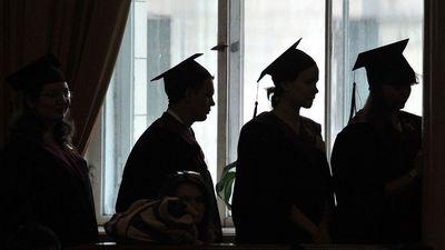 Рособрнадзор раскритиковал вузы за подготовку «лишних» юристов и экономистов