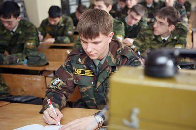Российские студенты могут быть призваны на службу в армию в период обучения в вузе на лето