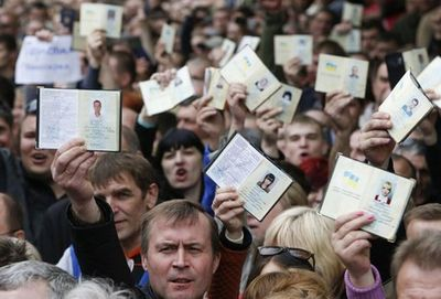 С 17 августа гражданам, имеющим два гражданства, нужно будет ставить в известность фмс