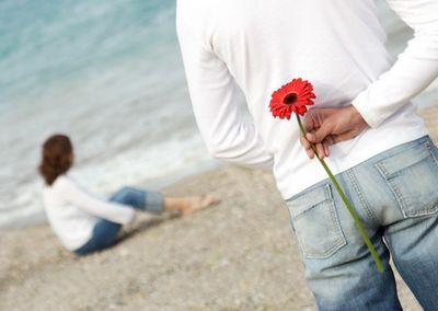 Социологи выяснили, что мужчины романтичнее женщин