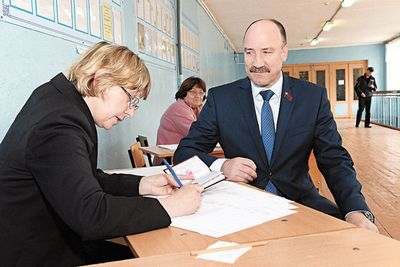 Старейший орловский депутат швырнул свои награды под ноги спикеру музалевскому