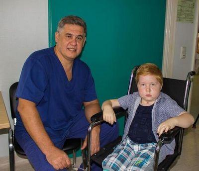 Тюменские нейрохирурги избавили юного москвича от гигантской опухоли мозга