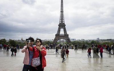 Туристы боятся ехать отдыхать во францию