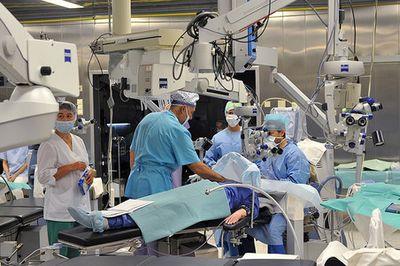 Увольняемым врачам предлагают вакансии и переобучение