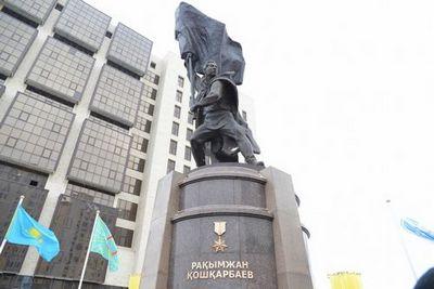 В астане открыли памятник рахымжану кошкарбаеву