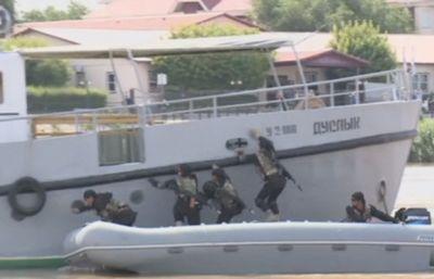 В атырау освободили судно, захваченное террористами