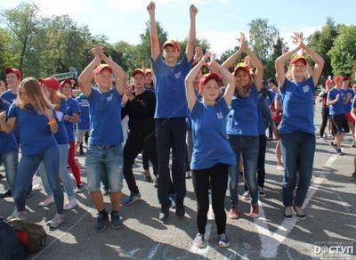 В центре челябинска прошел массовый танцевальный флешмоб трудотрядов - «новости челябинска»