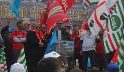 В италии работники концерна eni провели крупную забастовку