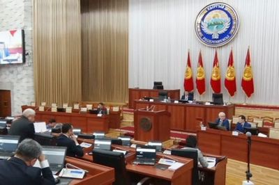 В кыргызстане чиновникам запретят принимать подарки