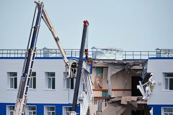 В омске под завалами рухнувшего учебного центра вдв погибли 23 солдата
