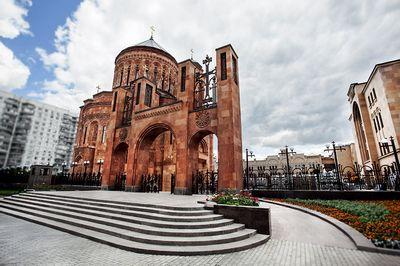 В преддверии открытия в москве первого армянского храма епископ езрас нерсисян ответил на вопросы газеты.ru