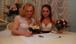 В рф официально признали брак между двумя женщинами