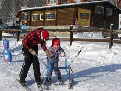 В солнечной долине дети с ограниченными возможностями встали на горные лыжи