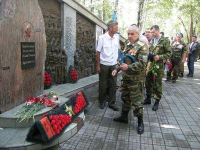 """Владимир якушев поздравил тюменских воинов """"крылатой пехоты"""" с праздником"""