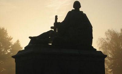 Война с памятниками - «наука»